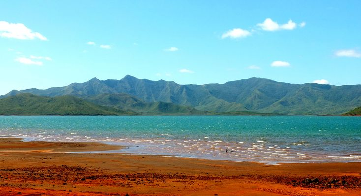 La terre rouge du lac de Yaté