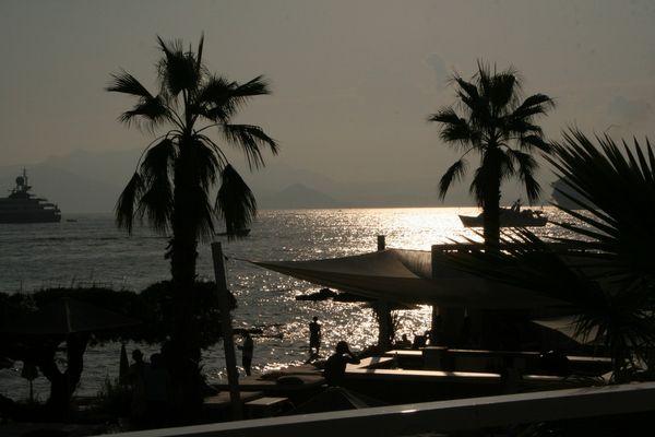 La tombée de la nuit sur Cannes