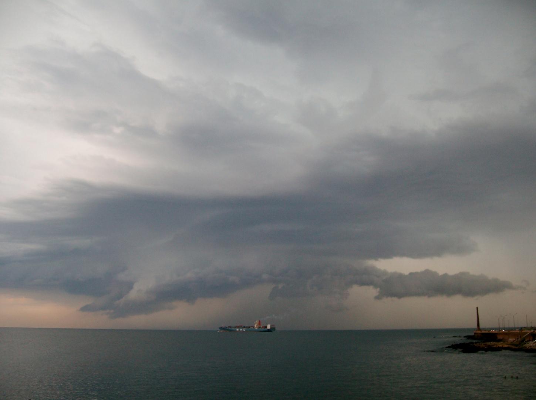 La tormenta viaja en buque montevideano