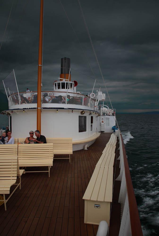 """La vapeur """"La Suisse"""" sur le haut Lac Léman un jour d'orage"""