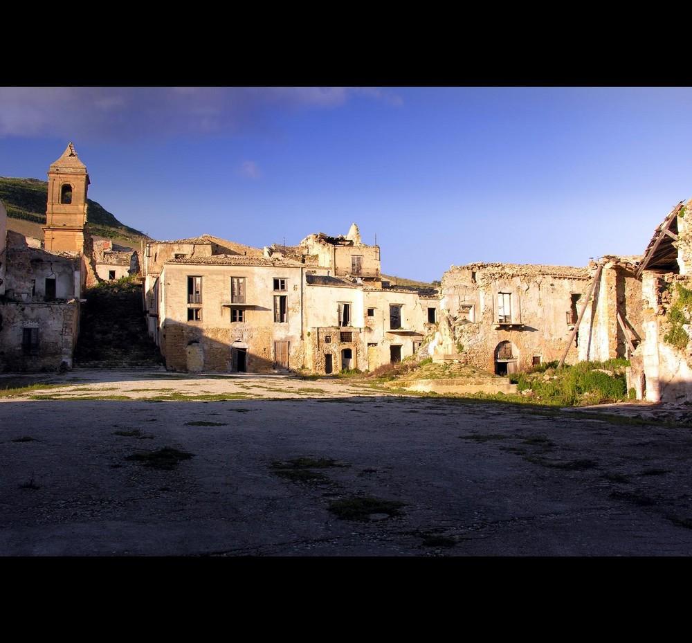 La vecchia piazza...ormai vuota