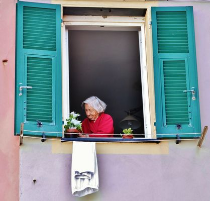 Essere anziani immagini e foto - Affacciati alla finestra amore mio ...