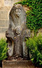 la Vierge et  l'Enfant de Granit