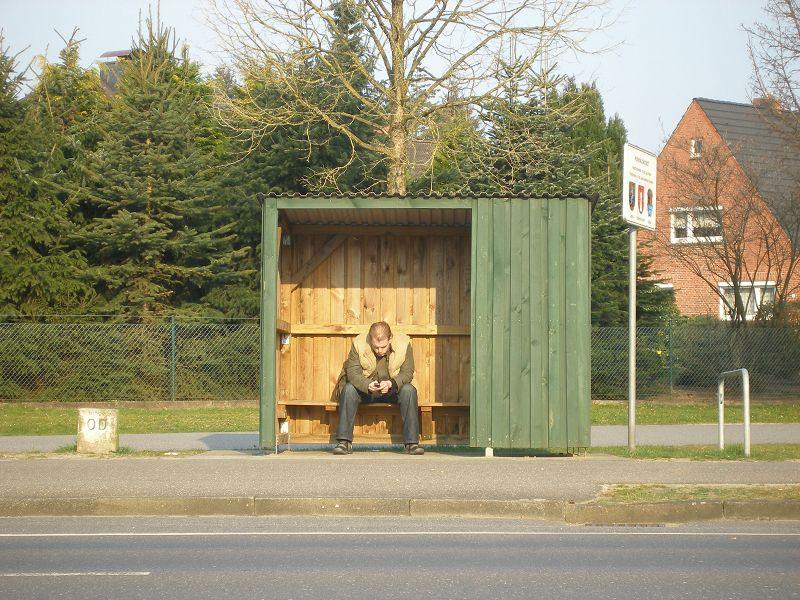 Laaangeweile an der Bushaltestelle
