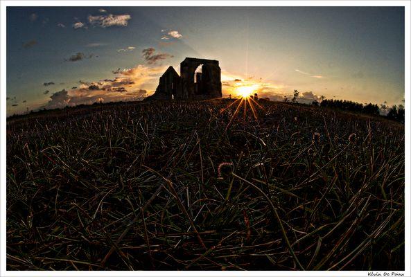 L'Abbaye des Chateliers au coucher de soleil
