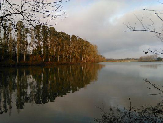 lac à la tombée du jour