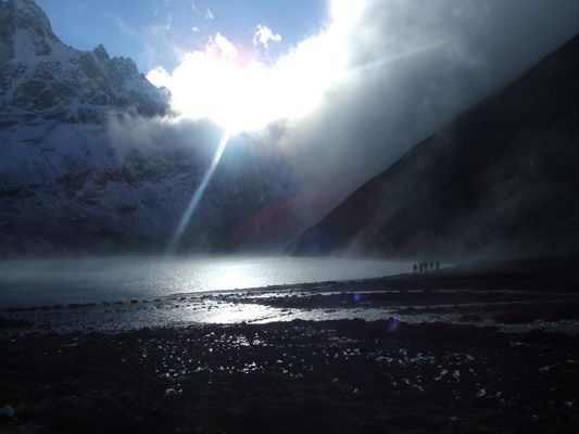 lac gokyo a l'aube