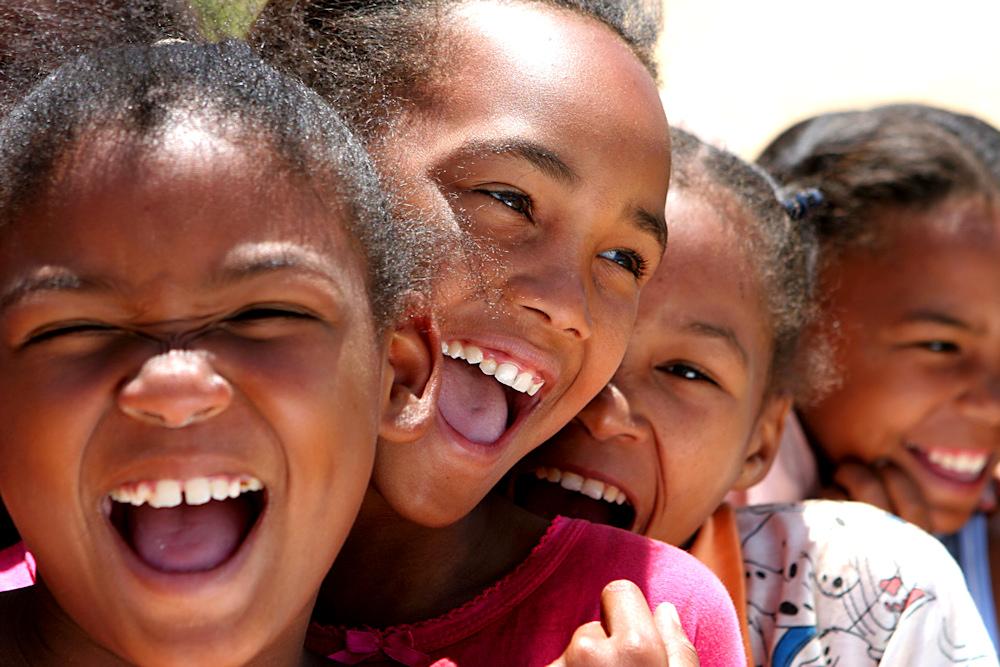 lachende Kinder - Bild & Foto von Dennis Satin aus Jury