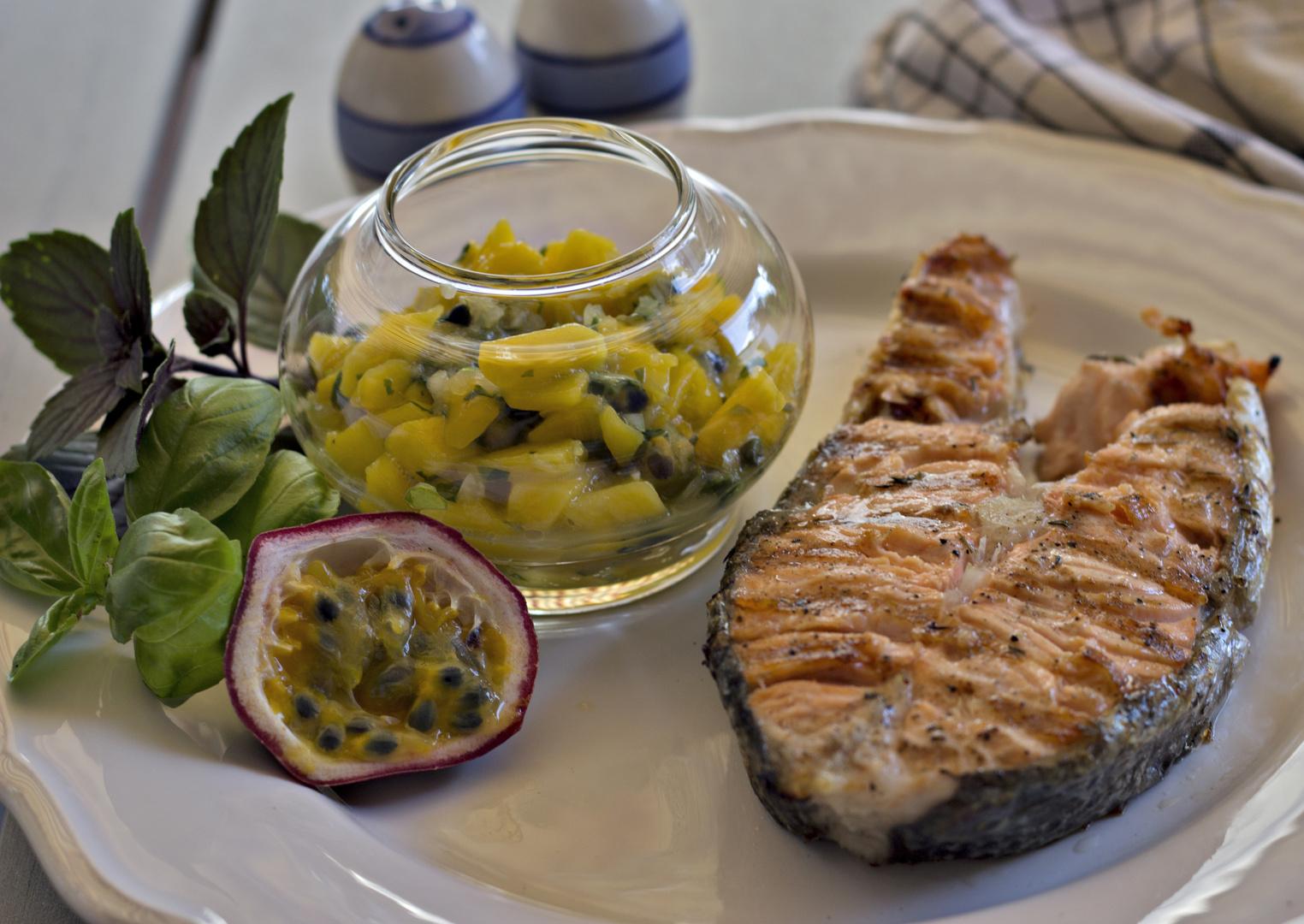 Lachssteak mit Mango-Salsa