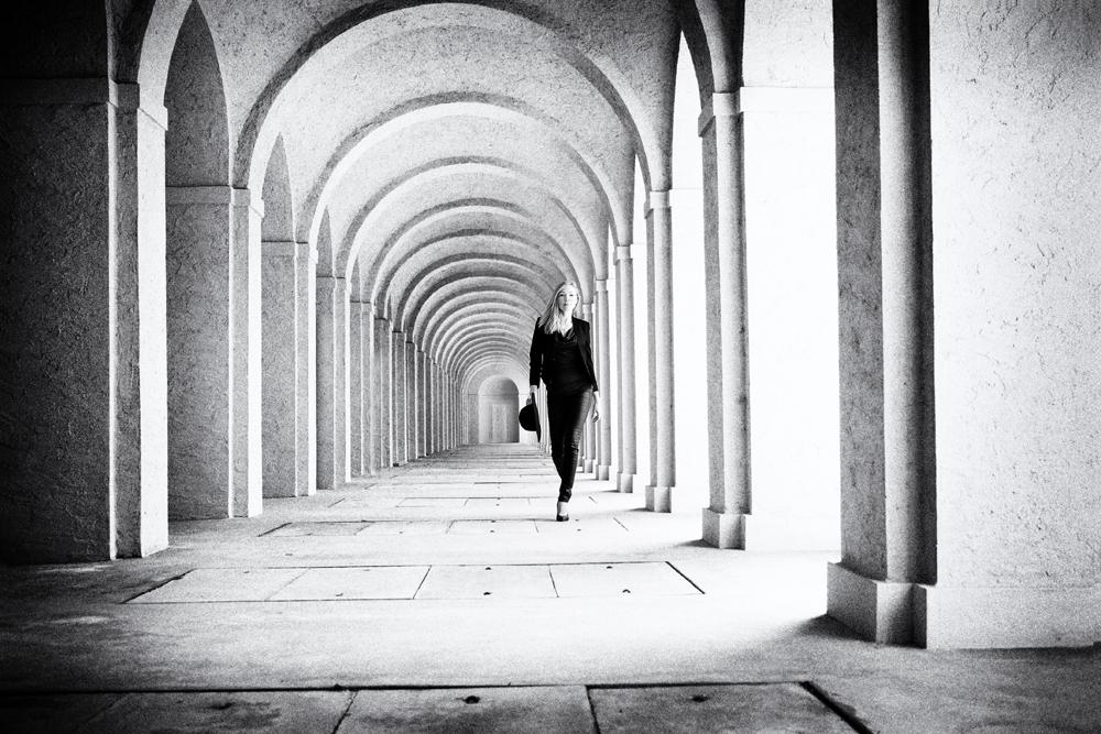 Lady auf dem Weg zum leeren Grab