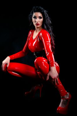 Lady Electra red Latex