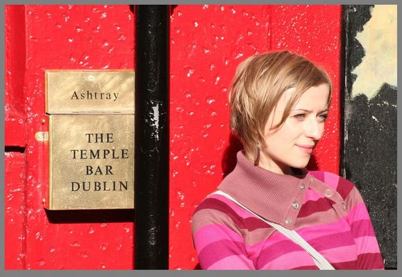 Lady outside the temple bar