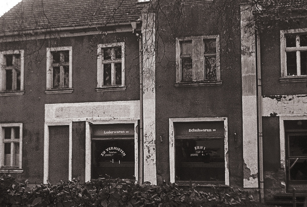 Läden- abgewickelt. Closed shops in Eastern Germany