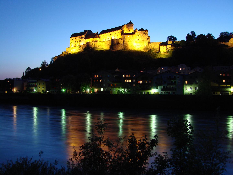 Längste Burg Europas - bei Nacht