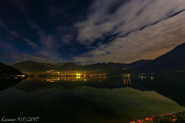 lago di notte