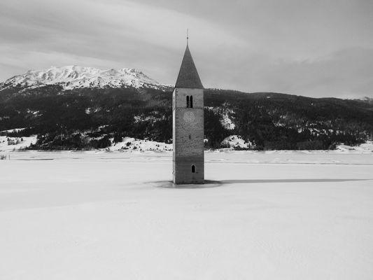 Lago ghiacciato - Resia