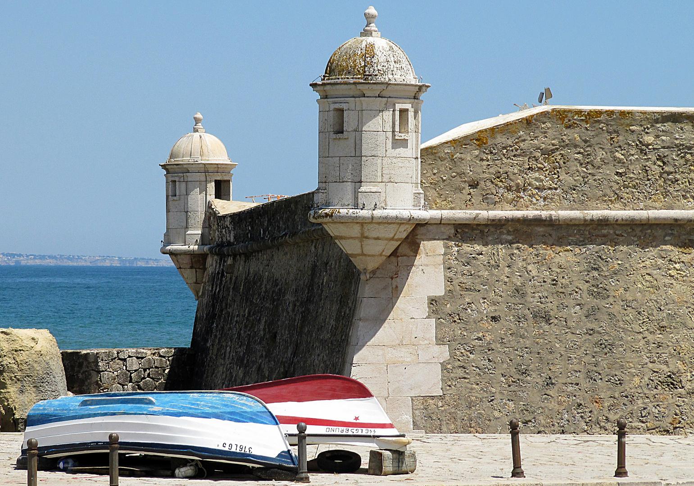 Lagos an der Algarve (Portugal). Festung Ponta da Bandeira - bewachte einst den Hafen von Lagos.