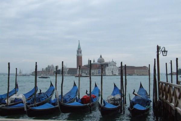 laisse les gondoles a Venise
