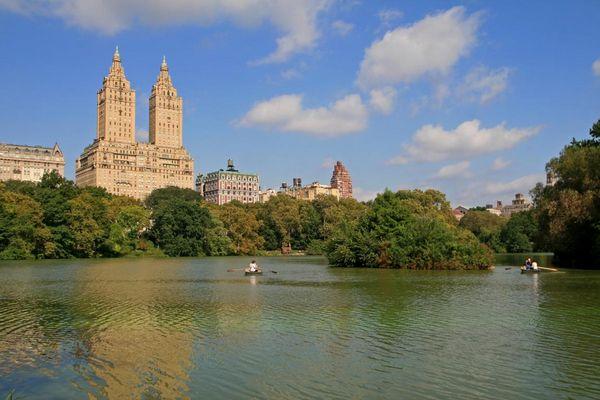Lake im Central Park & Gebäude an der Upper West