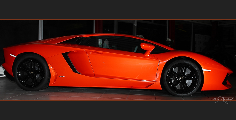 ..... Lamborghini Aventador LP 700-4 .....