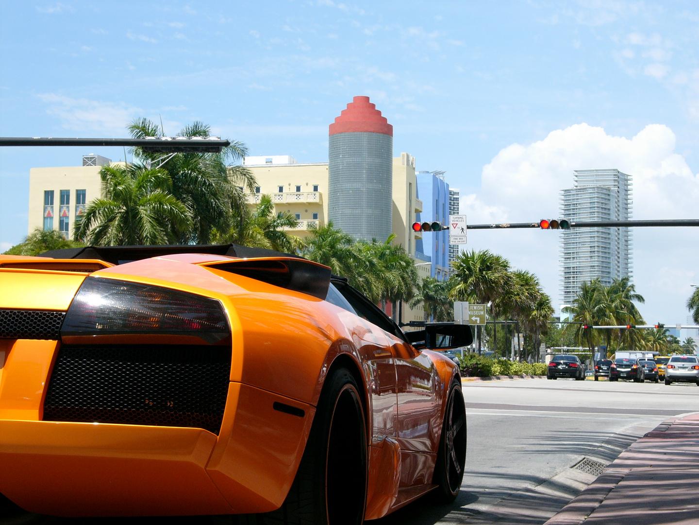 Lamborghini Orange in Miami South Beach USA (Leica Digilux 2)