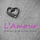 L'amour à la plage, entre autre. L'amour est partout ;)