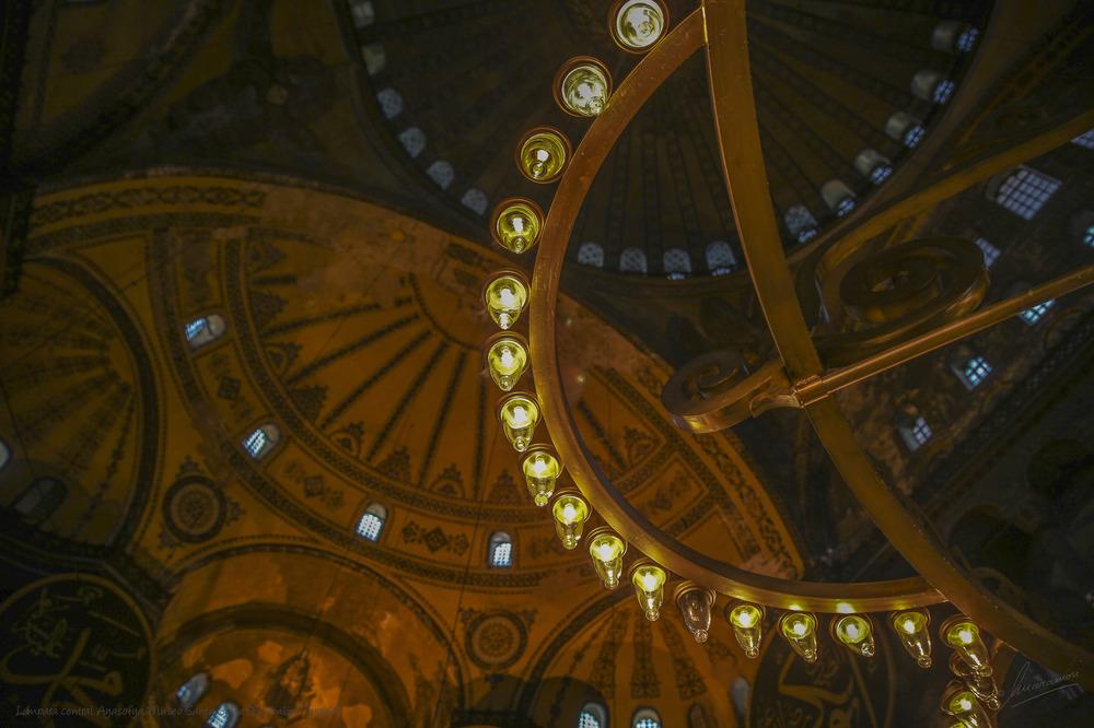 Lámpara central Ayasofya Museo Santa Sofia (Estambul Turquía)