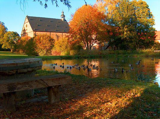 Lamspringer Kloster mit Ententeich