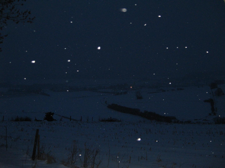 Land im Schnee