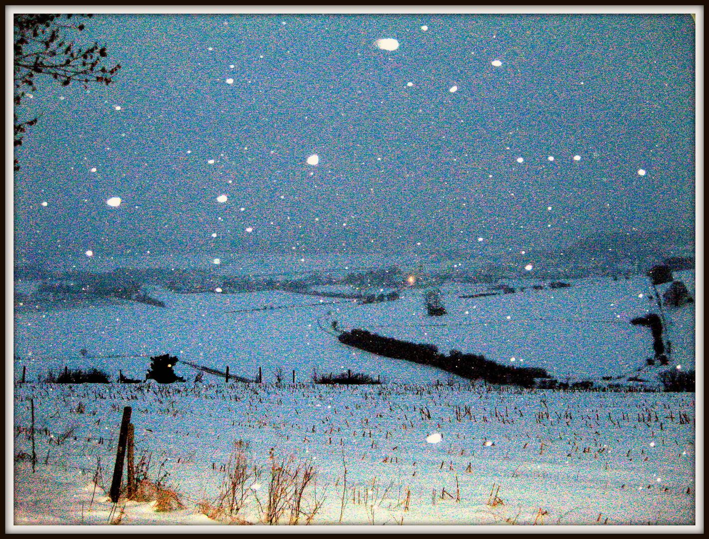 Land im Schnee weiß