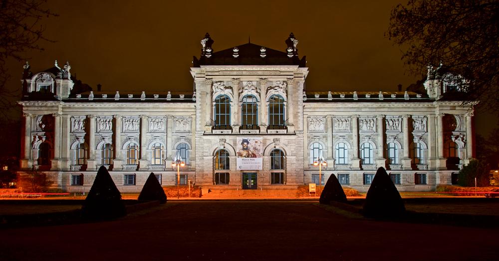 Landesmuseum, Außenansicht!