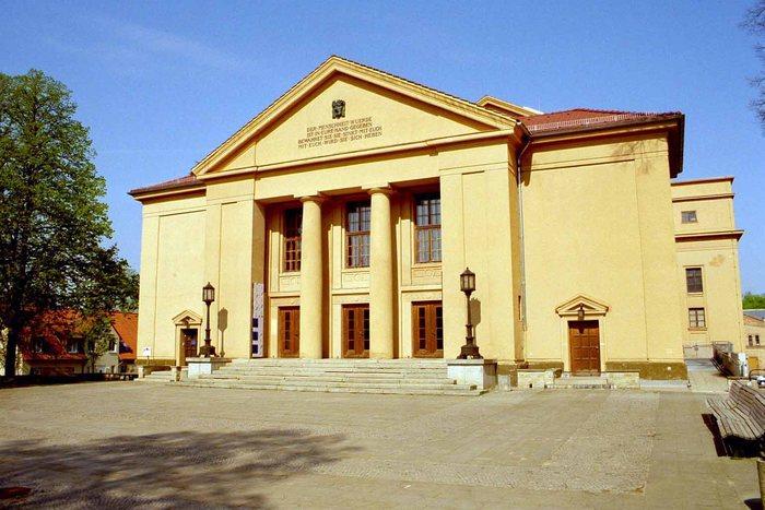 Landestheater Neustrelitz Foto & Bild