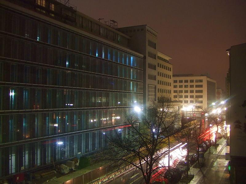 Landeszentralbank, Nachts 22°° Uhr, bei Regen