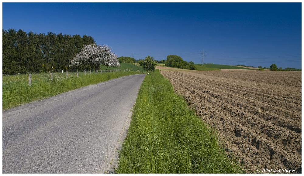 Landschaft bei Overath im Bergischen Land -1-