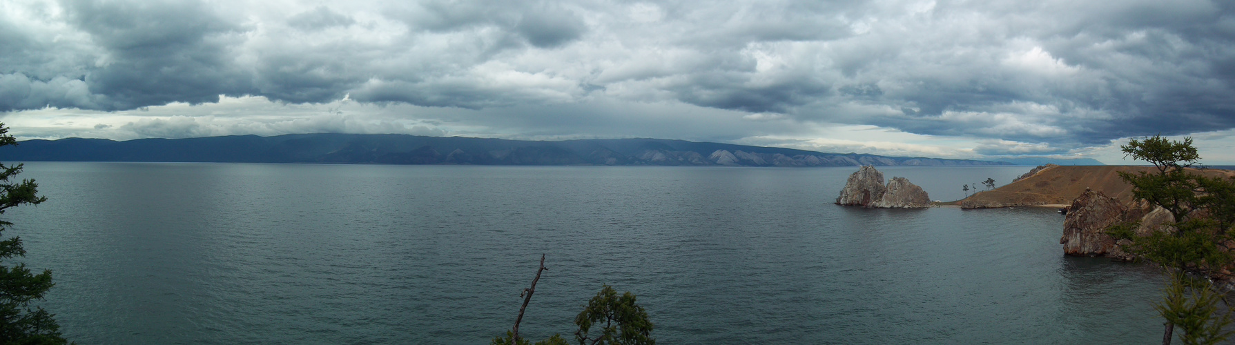 Landschaft des Baikalsees von der Insel Olchon