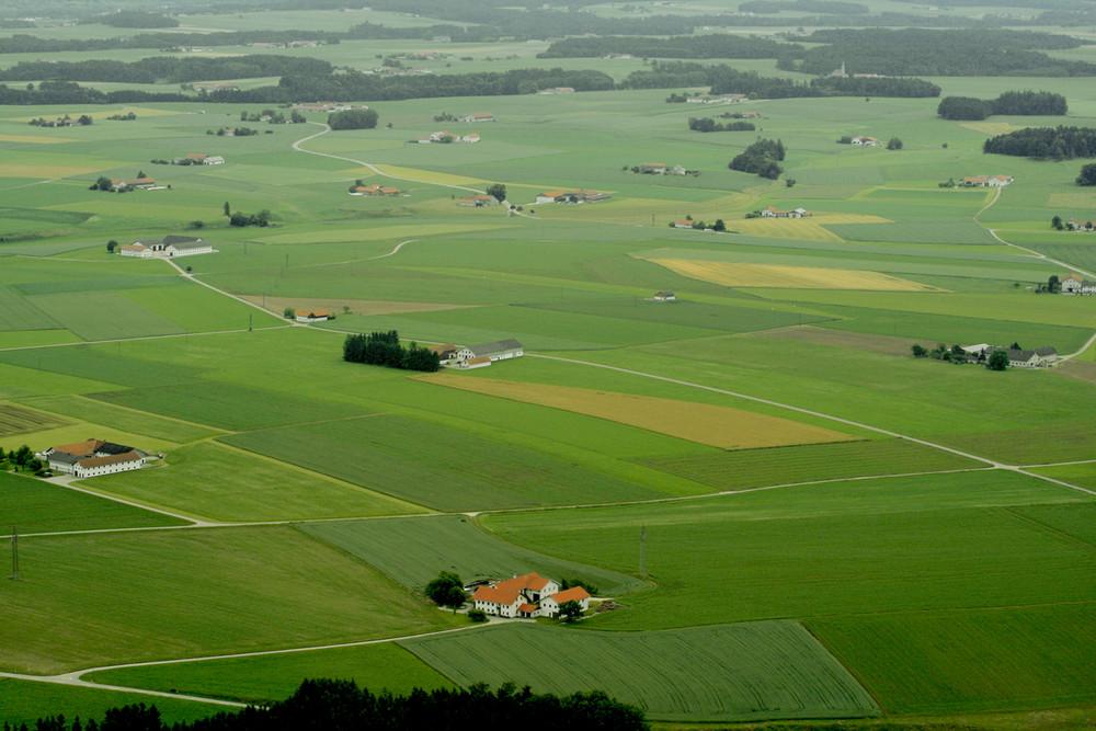 landschaft mit höfen
