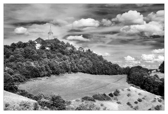 Landschaft mit Leuchtenburg