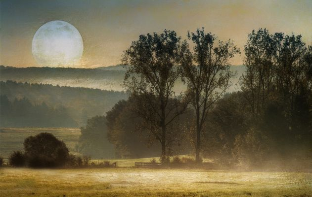 Landschaft mit Mond