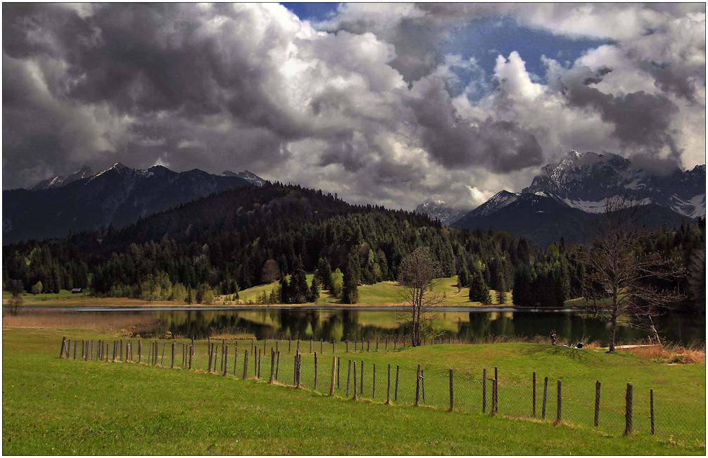 Landschaft mit Wolken ...