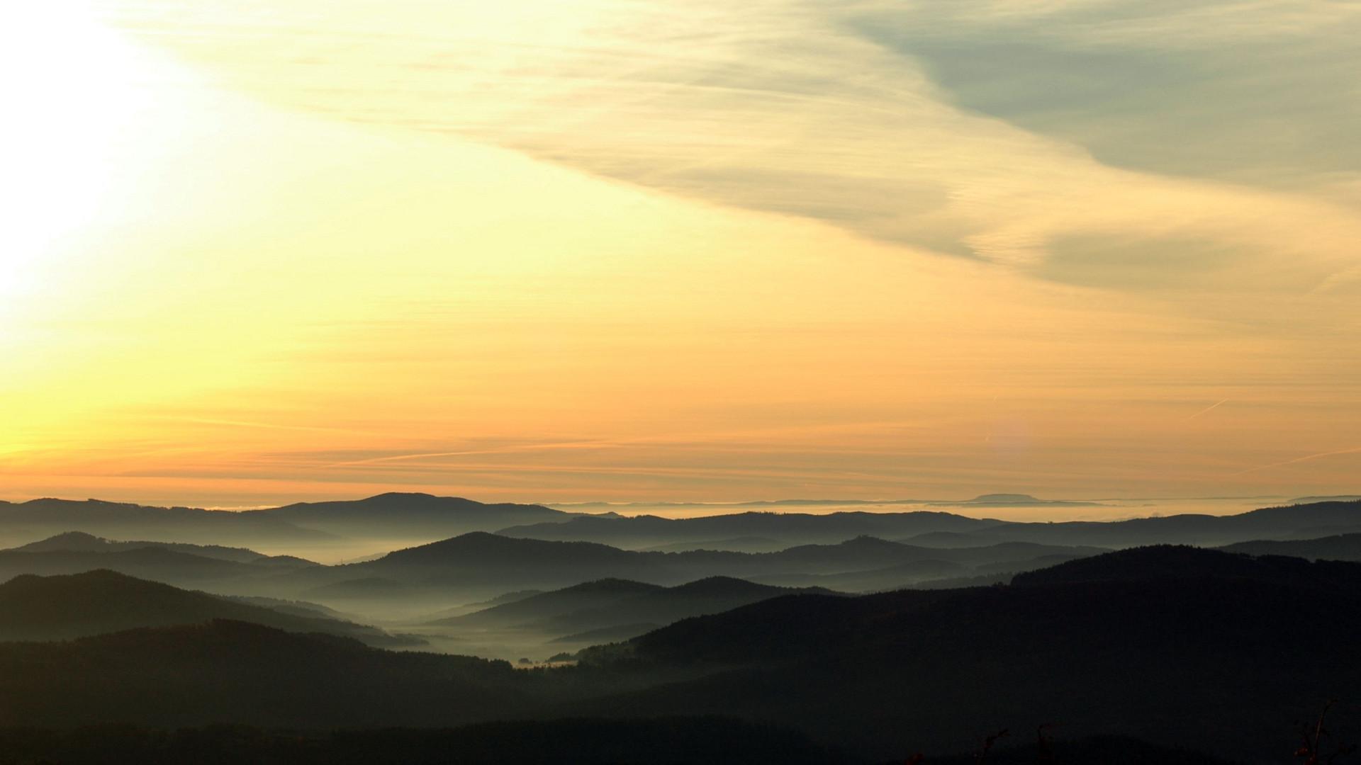 Landschaft östlich des Lusens kurz nach Sonnenaufgang