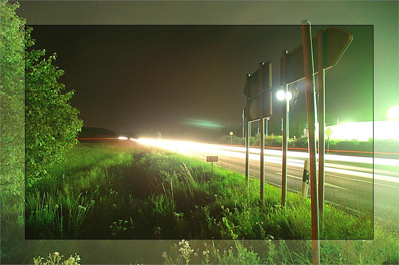 Landstrasse bei Nacht