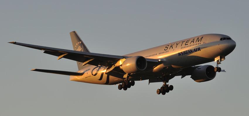 Landung bei Sonnenuntergang in Zürich-Kloten