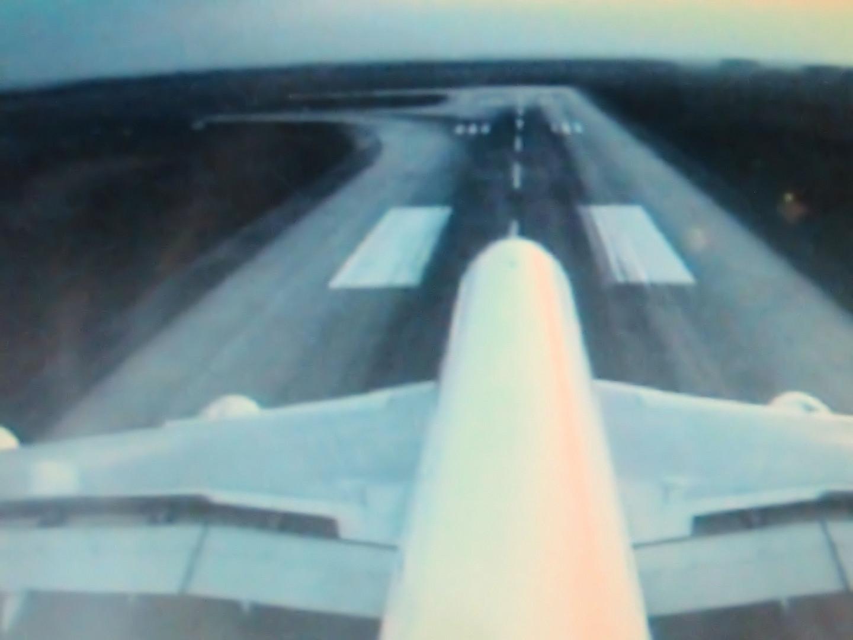 Landung CDG-Airport aus Sicht der Bordkamera am Leitwerk A380 Air France