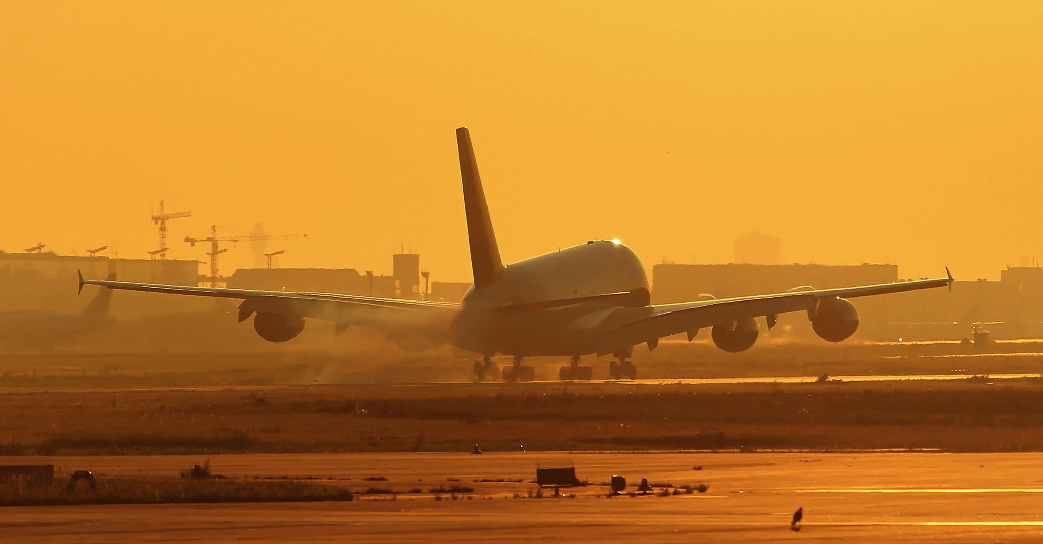 Landung im schönen Sonnenaufgang