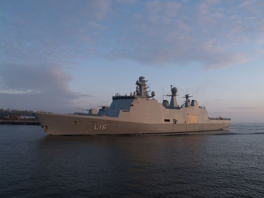 Landungs - und Mehrzweckschiff HMDS ABSALON (DK)