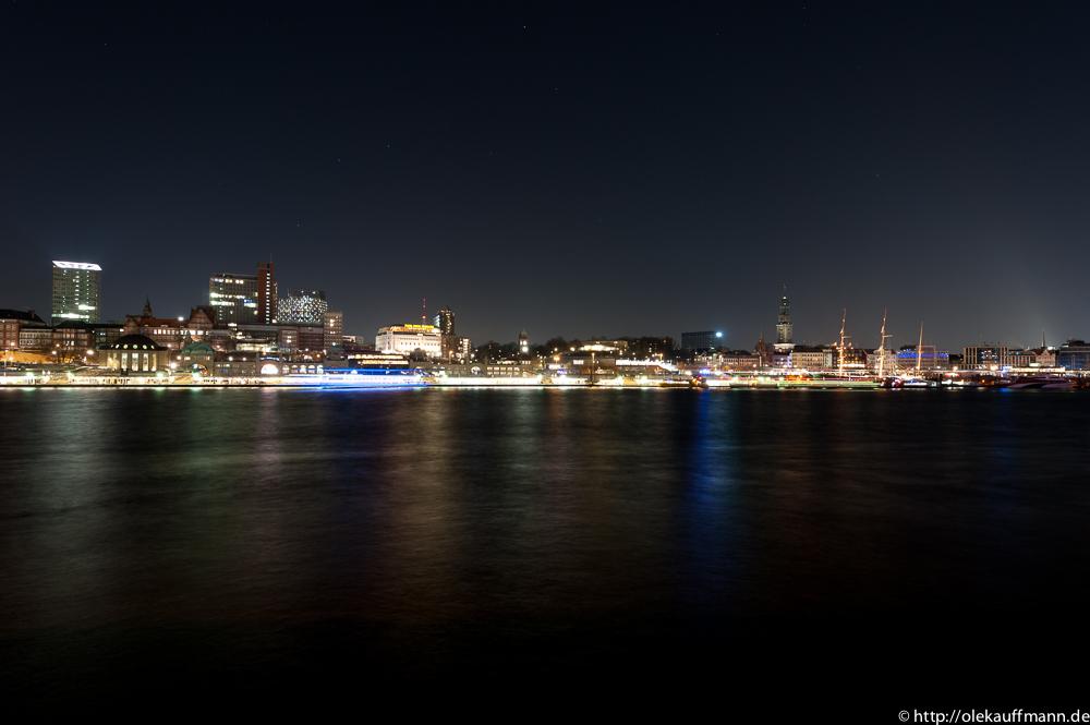 Landungsbrücken bei Nacht