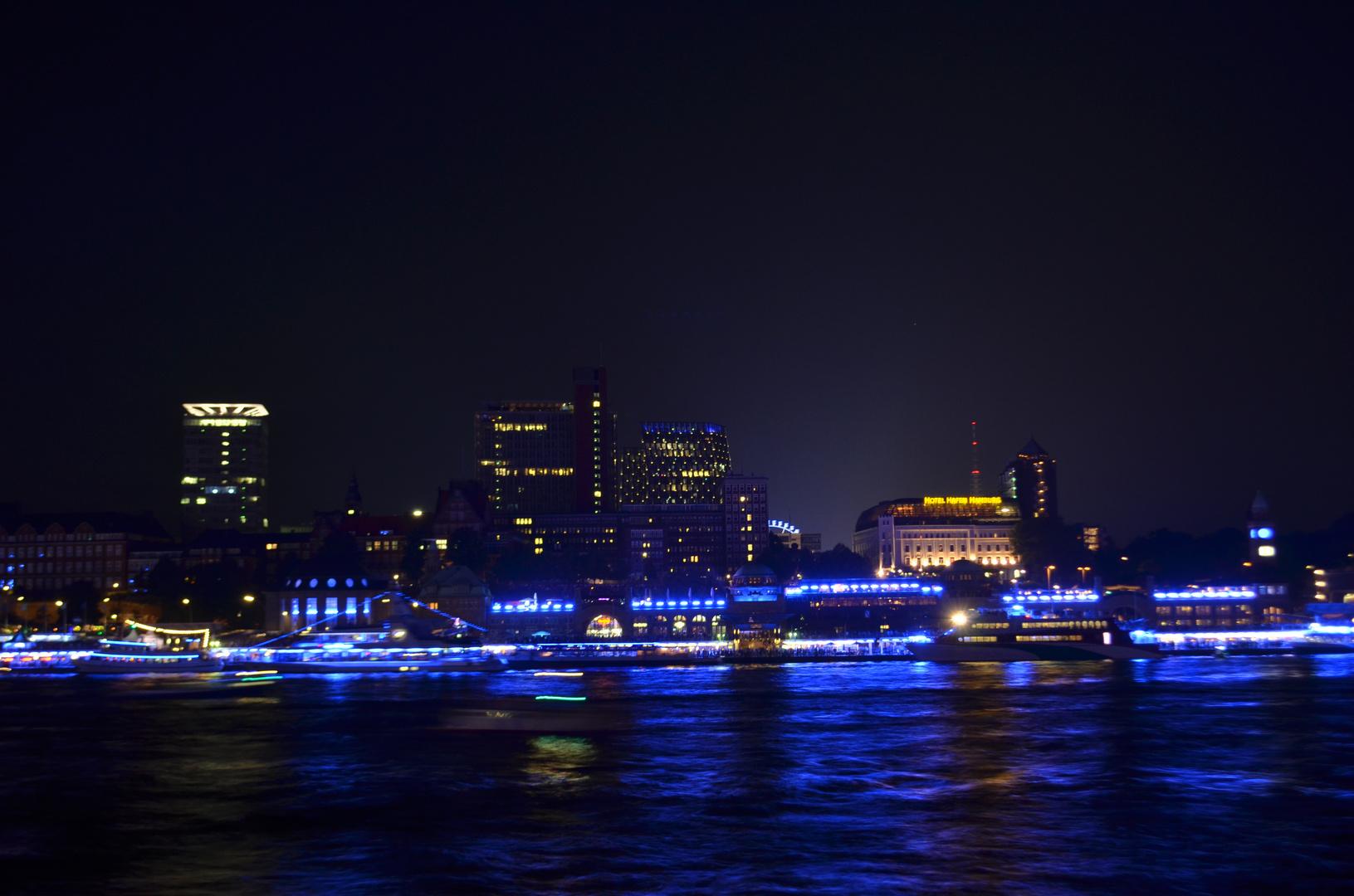 Landungsbrücken in blau