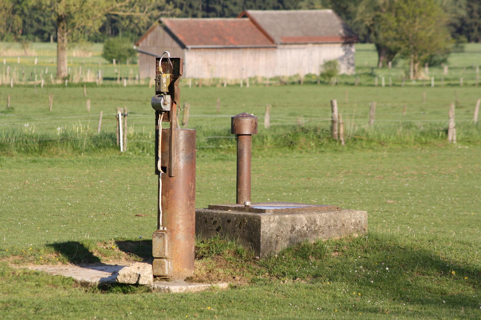 Landwirtschaft; Brunnen, Pumpe
