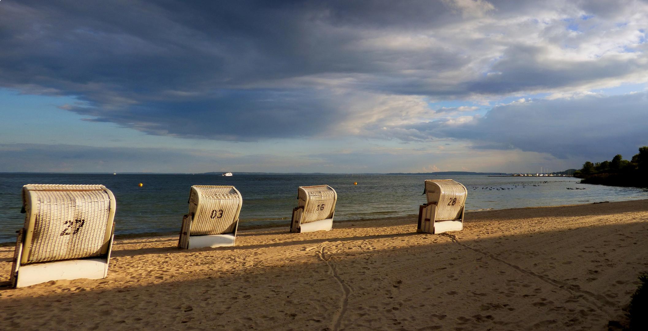 lange Schatten am Strand von Klink