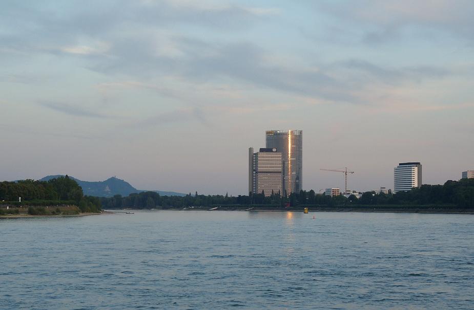 Langer Eugen und Post-Tower